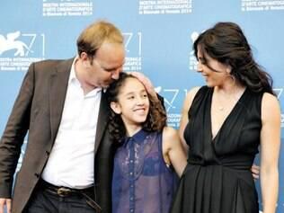 Xavier Beauvois com as atrizes Seli Gmach e Nadine Labak