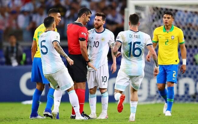 Argentinos reclamaram demais da atuação do árbitro do duelo contra o Brasil