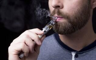 Jovem usa cigarro eletrônico, contrai inflamação pulmonar e quase morre