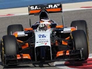 Force India de Nico Hulkenberg manteve o laranja como cor mais marcante e aparece na temporada com um bico bizarro