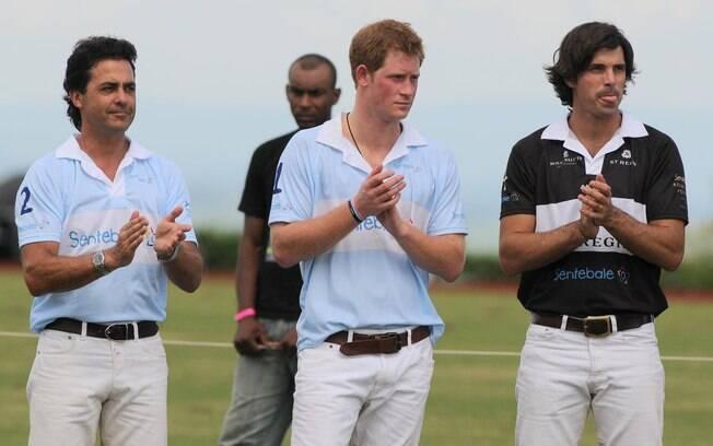 Príncipe Harry e Nacho Figueras (à dir.)ao final da partida