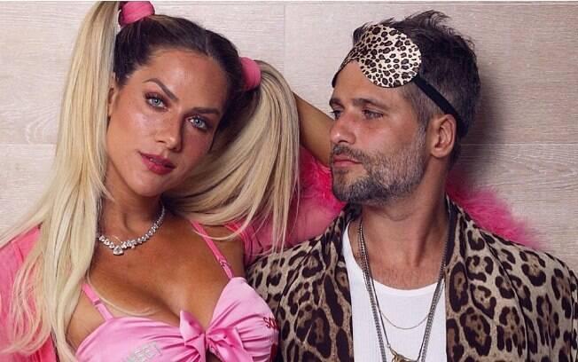 Giovanna Ewbank e Bruno Gagliasso durante festa do pijama