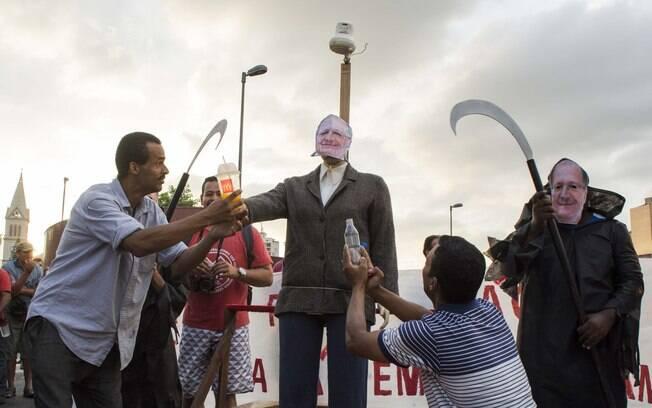 Governador Geraldo Alckmin é ironizado por militantes do MTST, nesta quinta-feira