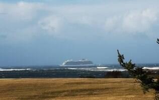 Cruzeiro com 1,3 mil pessoas fica à deriva no mar da Noruega após falha mecânica