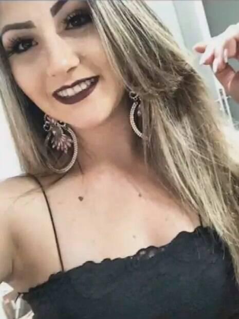 Evelin, de 19 anos, ficou com o jogador Daniel na noite anterior à sua morte