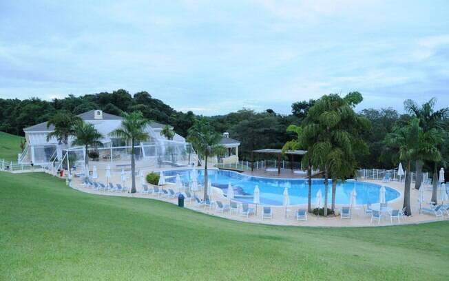 Pitangueiras tem ampla área de piscina, haras e fazenda de avestruzes