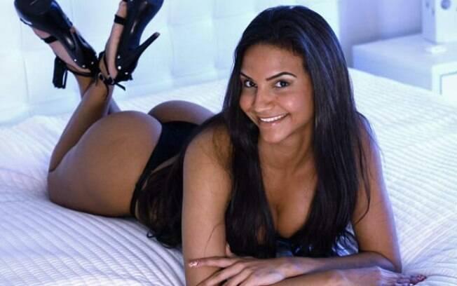 Shayene Cesário é a nova musa da Portela