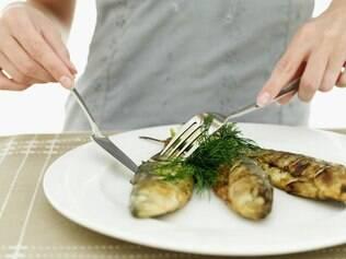 Peixe: incluí-lo no cardápio dá mais proteção ao coração da mulher jovem