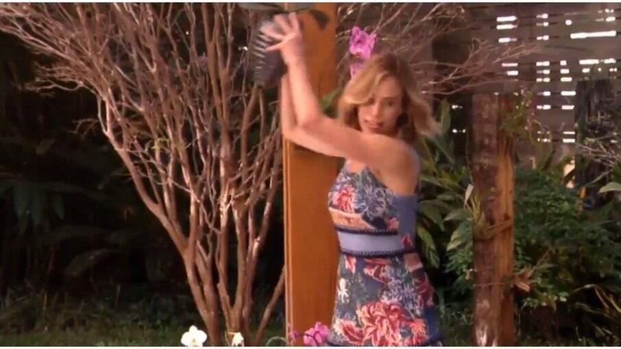Ana Furtado quebra vaso no 'É de Casa'
