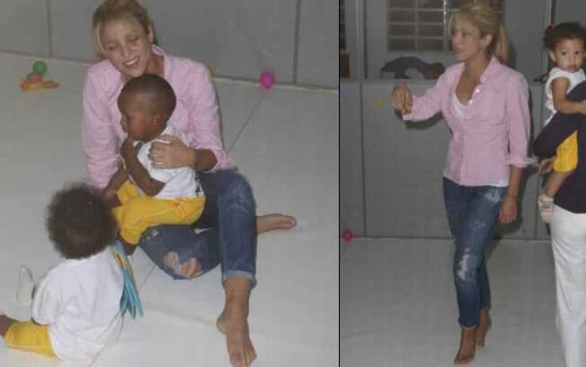 Descalça, Shakira brinca com crianças