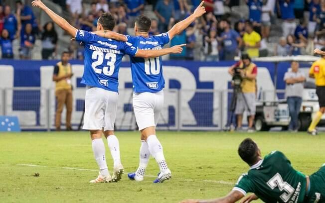 Cruzeiro derrotou o Goiás em jogo complicado