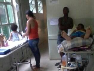 Crianças esperam por dias no hospital de Ibirité para serem transferidos pelo SUS