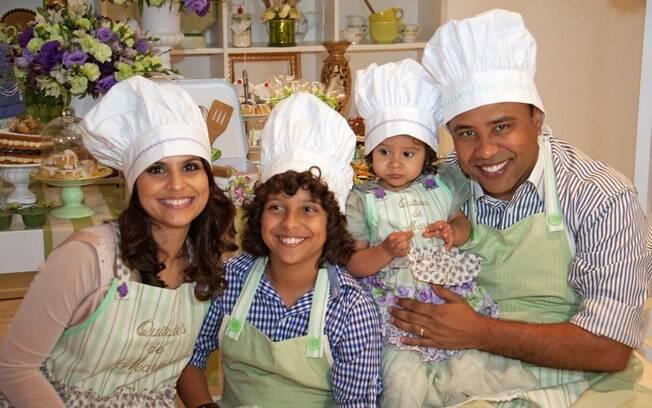 Aline Barros é casada com o ex jogador de futebol, Gilmar Santos, e tem dois filhos: Nícolas, de 13 anos, e Maria Catherine, de cinco
