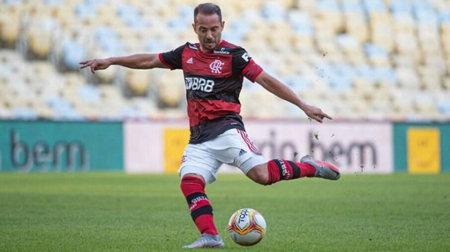Flamengo espera nova investida do futebol árabe por Everton Ribeiro