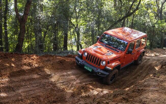 Jeep Wrangler Rubicon chega ao Brasil no segundo semestre com valentia para encarar trechos de terra