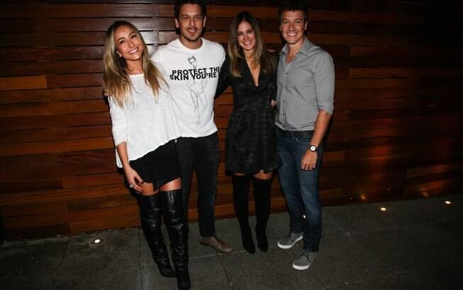 Sabrina Sato e João Vicente ao lado dos amigos Rodrigo Faro e Vera Viel