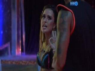 Letícia acusa Valter de a tratar como prostituta
