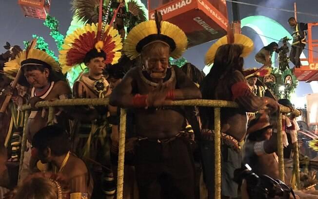 Lideranças do Xingu vieram em um dos carros da escola