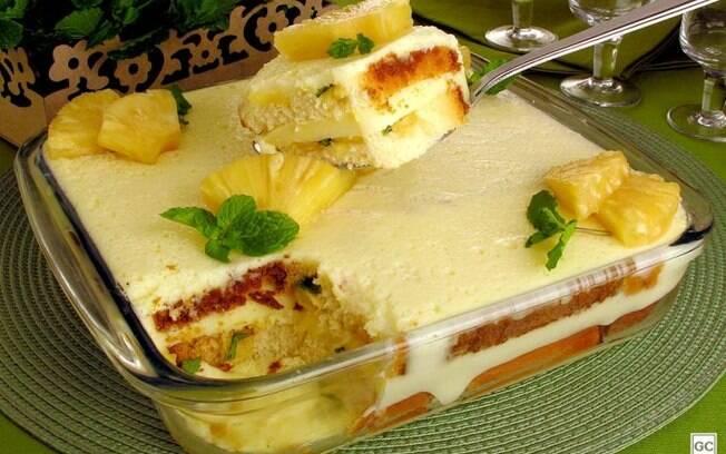 Pav de gelatina com abacaxi: sobremesa fcil para o dia a dia