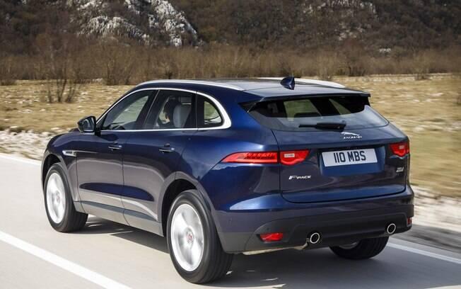 De acordo com a Jaguar, quando equipado com o nov0 2.0 turbo, o F-Pace faz de 0 a 100 km/h em 6,8 segundos
