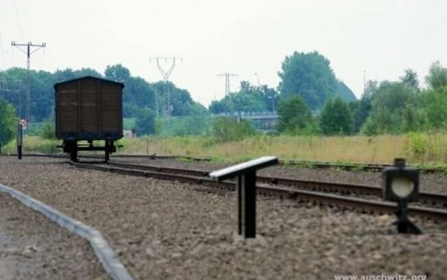 Vagão que levou vítimas do nazismo exposto em no campo de extermínio de Birkenau: construído após Auschwitz para a prática da Solução Final. Foto: Auschwitz-Birkenau Memorial and Museum