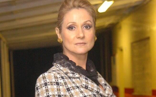 Zezé Polessa como Ester, a vilã folhetinesca de