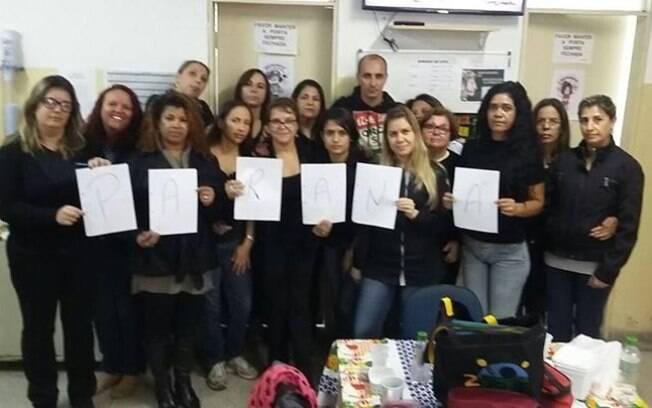Professores de Salto Do Jacuí (RS) publicam foto em luto pela educação após repressão de protesto de professores do Paraná (4.5.2015). Foto: Reprodução/Facebook