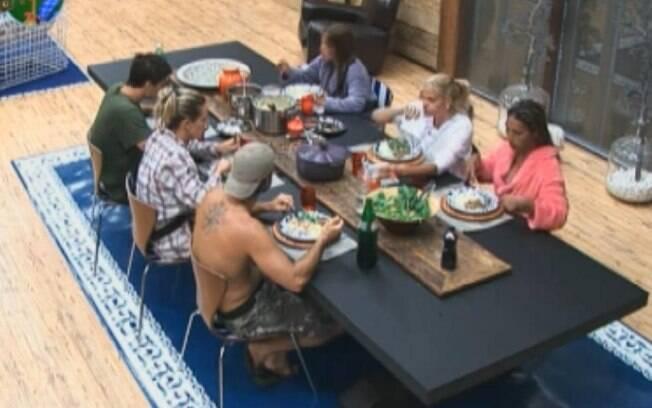 Peões almoçam juntos na sede