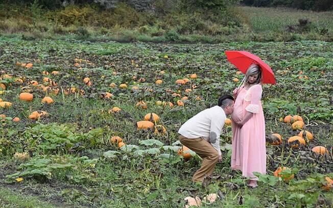 Ensaio fotográfico de gestante chama a atenção por escolher Halloween como tema