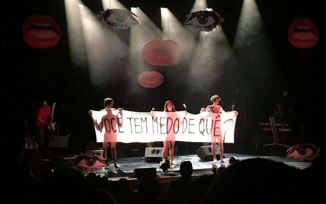 A cantora protestou pela naturalização da nudez e os direitos das mulheres. Foto: Reprodução/Facebook