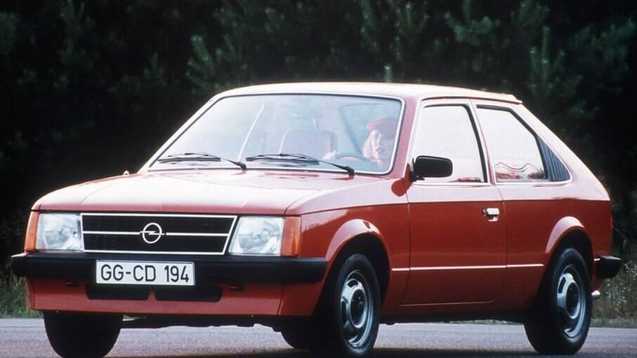 Frente do Opel Kadett D de 1979 serviu de inspiração para o Monza hatch que foi vendido no Brasil