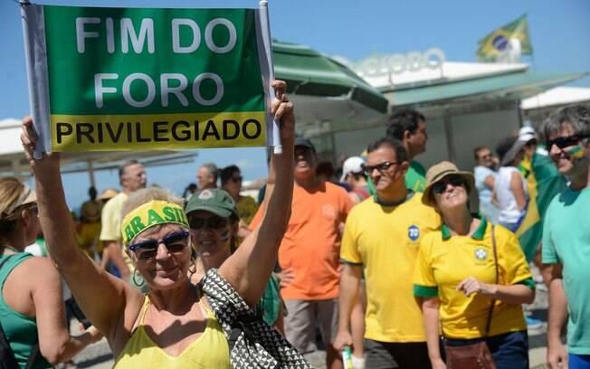 Grupos de brasileiros foram às ruas pedindo o fim do foro privilegiado, não à lista fechada e em apoio à Lava Jato
