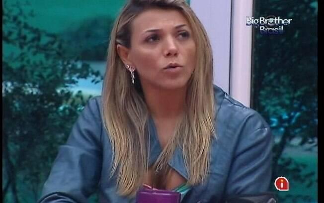 Fabiana analisa permanência de João Carvalho no reality show
