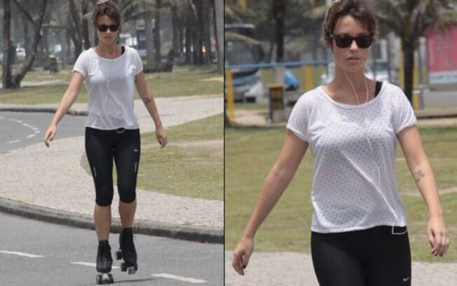 Juliana Didone passeia de patins pela orla do Recreio