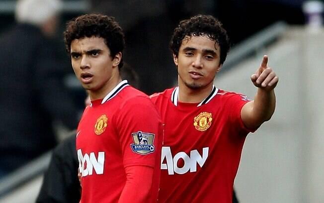 Rafael e Fábio jogaram juntos no Manchester  United até a última temporada, quando Fábio foi  para o Queens Park Rangers