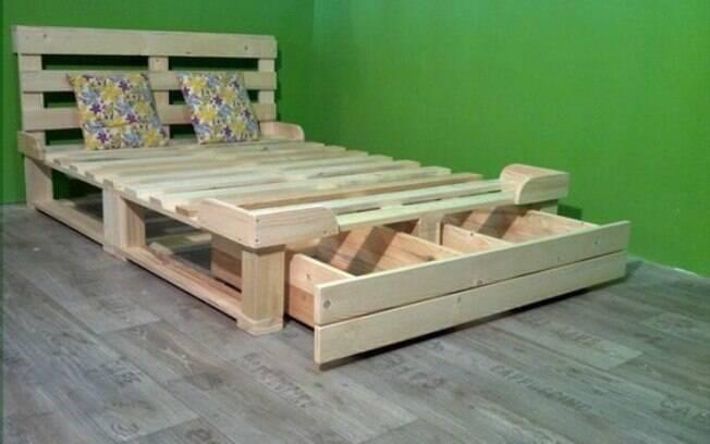 Até mesmo a sua cama pode ser feita de paletes, e é uma opção muito econômica