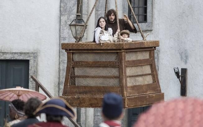 Anna, Joaquim e as crianças fogem em um balão