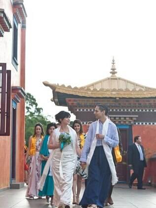 Eloisa e Italo saem do templo