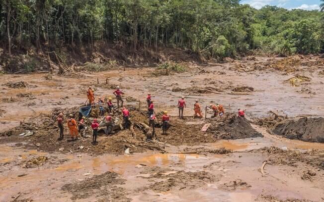 Equipes de resgate em Brumadinho em Minas Gerais