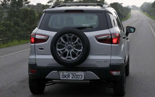 O estepe também precisa de cuidados que vão além de lembrar de calibrar o pneu - principalmente se ele fica pendurado fora do veículo.