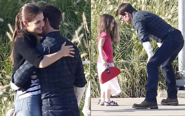Suri Cruise foi visitar o pai no set de filmagens