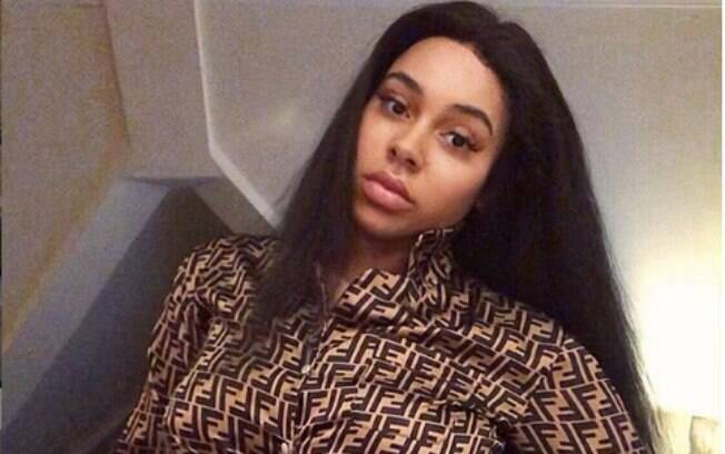 Chelsea Outram mostra estrias em sua conta no Instagram e recebe apoio de outras mulheres que se inspiram nela