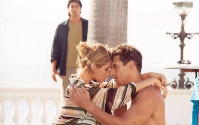 Kaike (Tuca Andrada) e Bárbara (Giovanna Antonelli), observados por Paco (Reynaldo Gianecchini) em