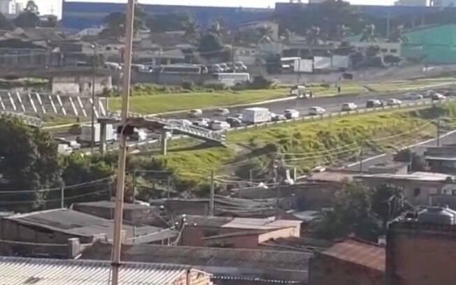 Acidente entre dois carros e uma moto causa lentidão na Santos Dumont, em Campinas