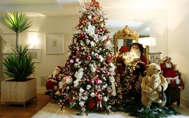 decorar uma arvore de natal : decorar uma arvore de natal:decorada por Amelinha Amaral se destaca pelo uso de bichinhos de