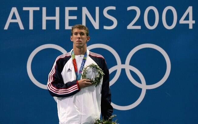 Phelps disputou a sua primeira Olimpíada em  Atenas 2004 e já na estreia foram seis ouros e  dois bronzes