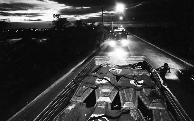 Caminhão transporta os corpos das vítimas do massacre do Eldorado dos Carajás – 1996.