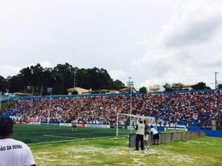 Estádio José Ferez, em Taboão da Serra, recebeu público de 15 mil pessoas