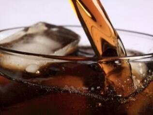 Alguns adolescentes chegam a beber 12 refrigerantes por dia.