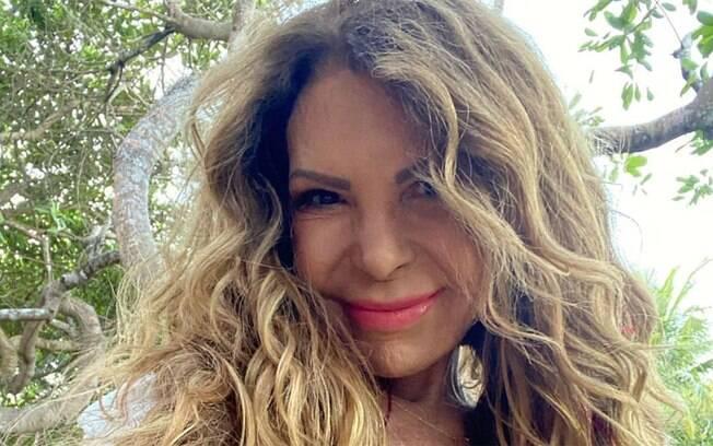 Elba Ramalho optou pela castidade após se curar do câncer, mas está aberta para o amor